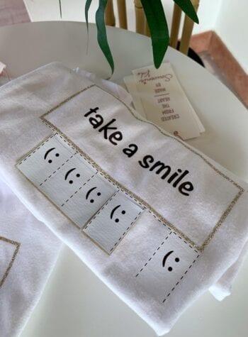 Shop Online T-shirt bianca take a smile Souvenir Kids