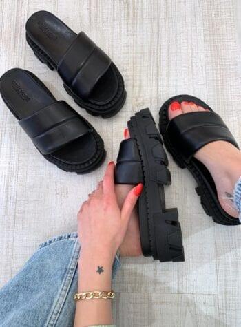 Shop Online Ciabatte nere Minorca con carro armato Gisél Moiré