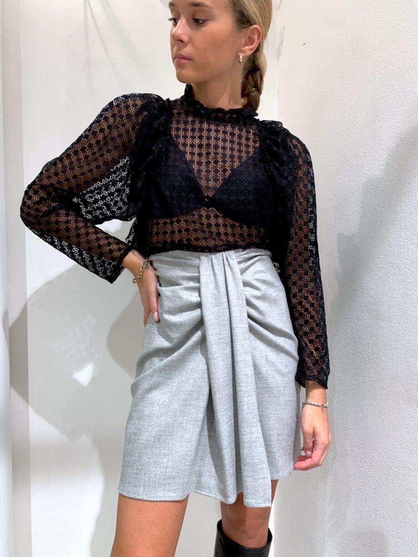 Shop Online Maglietta traforata con rouches nera So Allure
