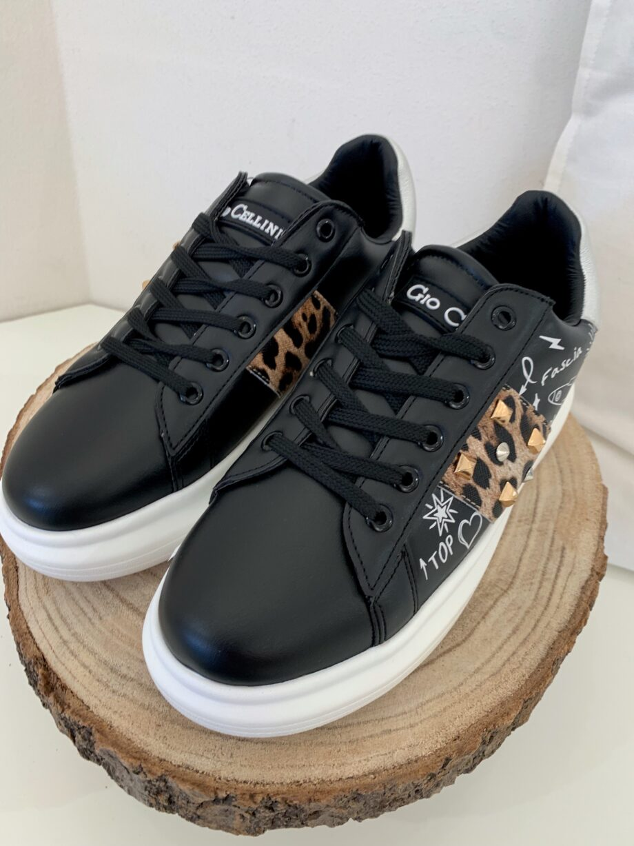 Shop Online Sneakers nere suola bianca maculate Gio Cellini
