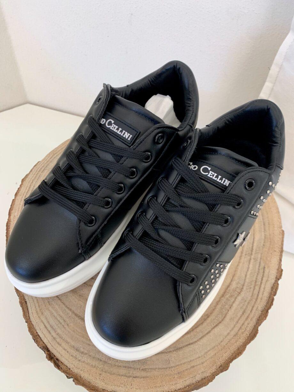Shop Online Sneakers nere suola bianca con borchie stelle Gio Cellini