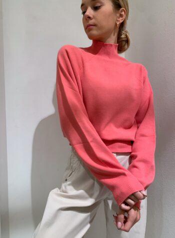 Shop Online Maglia rasata rosa corallo collo alto e maniche palloncino Kontatto
