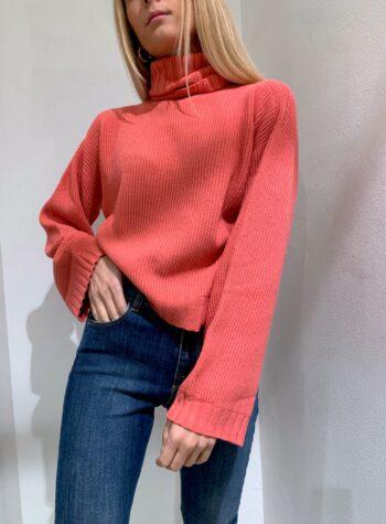 Shop Online Maglioncino scatoletta rosa corallo collo alto Kontatto