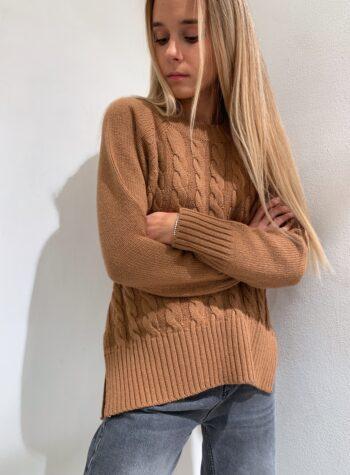 Shop Online Maglione lungo marrone con trecce Kontatto