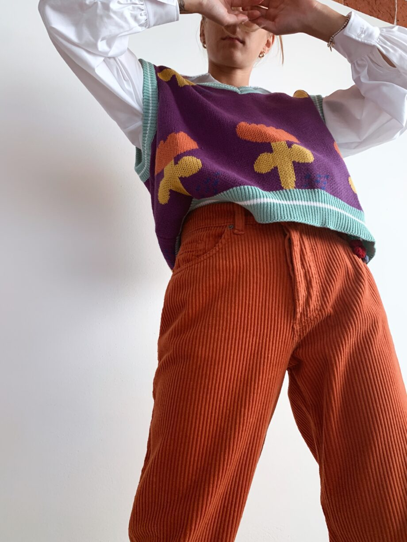 Shop Online Gilet in maglia viola con stampe Souvenir