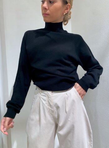 Shop Online Maglia rasata nera collo alto e maniche palloncino Kontatto