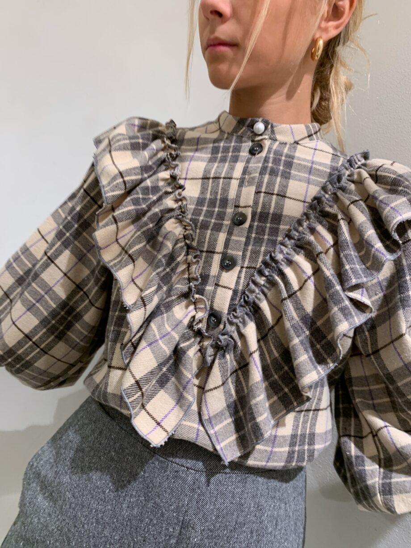 Shop Online Camicia beige in flanella a quadri con rouches So Allure
