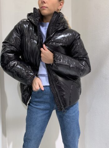 Shop Online Piumino nero lucido con cappuccio Vero Moda