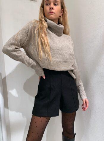 Shop Online Pantaloncino in panno nero Vero Moda