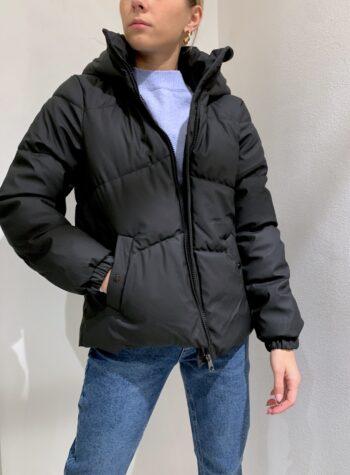 Shop Online Piumino nero opaco con cappuccio Vero Moda